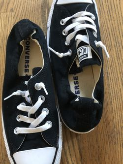 Women's size 8 converse for Sale in Snohomish,  WA