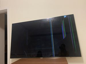 Samsung 60 inch smart tv broken can be used for parts for Sale in Miami, FL