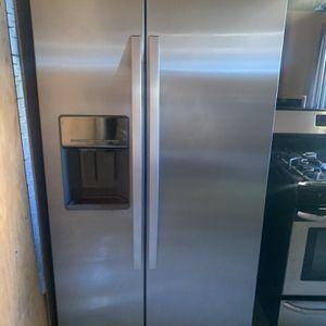 Refrigerdor for Sale in Pomona, CA