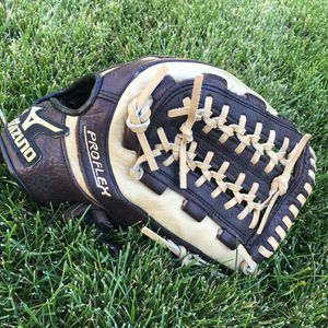 "Mizuno 11.75"" RHT Baseball Glove for Sale in Richland, WA"