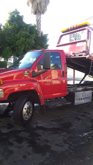 2005 Chevrolet c5500 tow truck flat bed for Sale in El Monte, CA