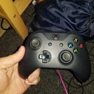 Black xbox controller for Sale in Brentwood, MO