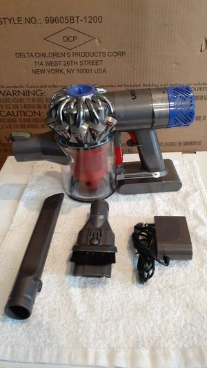 Dyson HEPA filter V6 Hand Held Cordless Vacuum (Firm on Price) for Sale in Gardena, CA