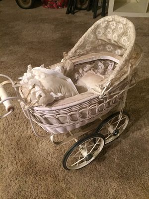 Antique stroller for Sale in Fontana, CA