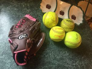 Rawlings right handed Fastpitch softball with four softballs. Glove used one season mint condition. for Sale in Plainfield, IL