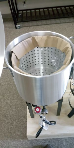 60Qt. Steamer Pot w/ Basket. Olla Con Contenedor for Sale in Houston, TX