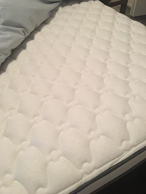 Simmons Beautyrest Greenwood 9.5'' Firm Queen Mattress+ Free Bed Frame for Sale in Medford, OR