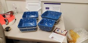 Temp-Tations 2 bowl/3 dish bakeware set with carriers and lids for Sale in High Point, NC