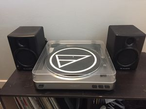 Record player and speaker set for Sale in Chicago, IL