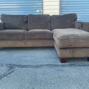 Brown Sectional With Reversible Chaise for Sale in Kirkland, WA