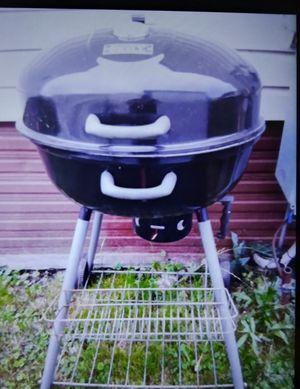 Big grill w temp gauge for Sale in Palos Hills, IL