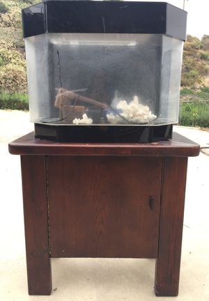 Fish Tank and Stand for Sale in San Diego, CA