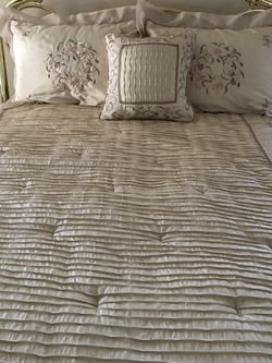 Select Comfort Adjustable Queen Bed for Sale in Great Falls,  VA