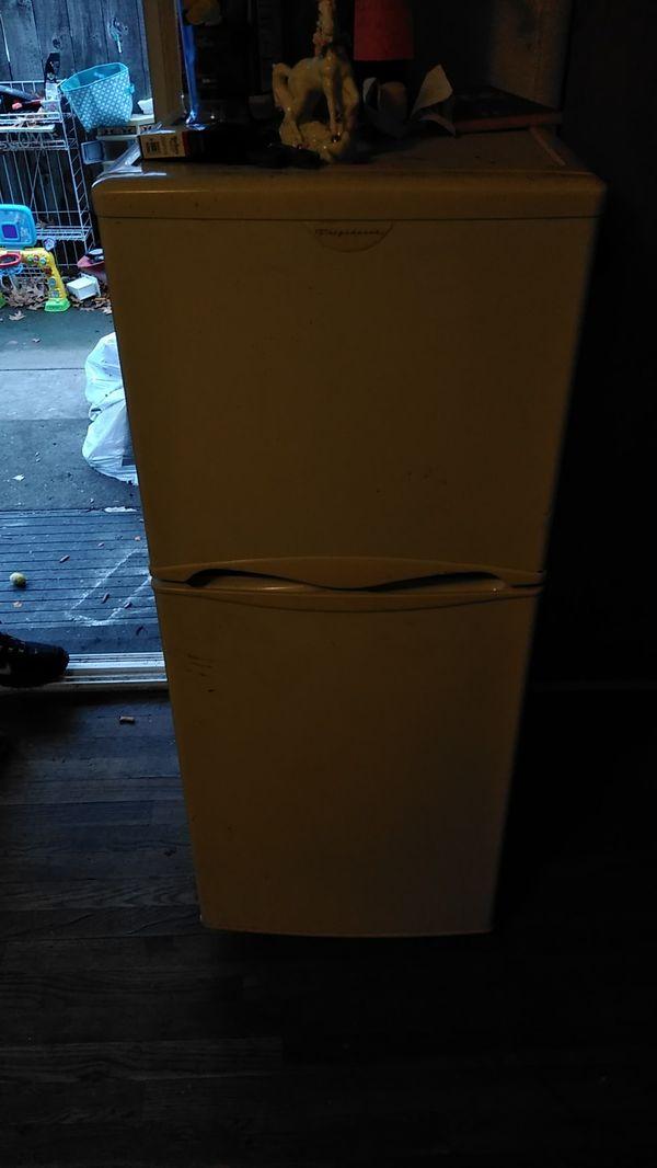 Fridgaire semi mini fridge