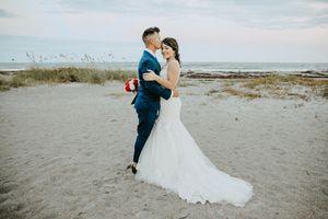 Wedding Dress Size 6 for Sale in Orlando, FL