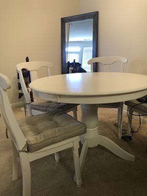 Round Kitchen/Dining Table for Sale in Ashburn, VA