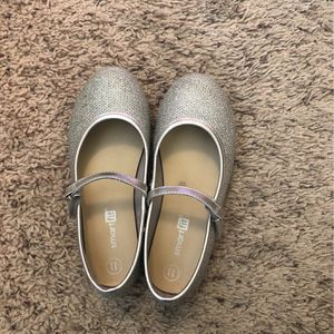 Size 11 Toddler Silver Shoes for Sale in El Sobrante, CA