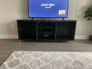 IKEA TV stand with glass shelves and top!! EUC for Sale in Kissimmee, FL