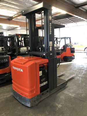 2006 Toyota Order Picker Forklift for Sale in Claremont, CA