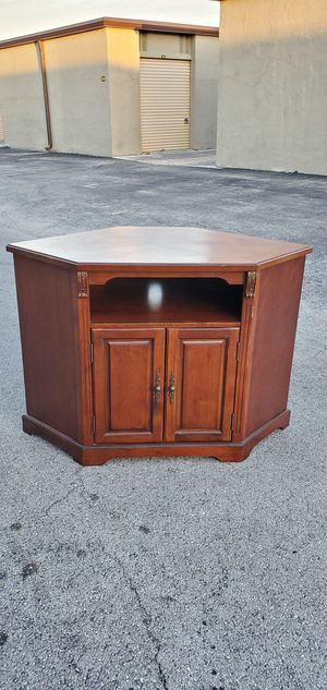 """Living Room Corner Wood Tv Stand / Media Console Cabinet with 3 Shelves that's in Very Good condition! Dimensions: 44""""W x 26""""D x 30""""H for Sale in Boca Raton, FL"""