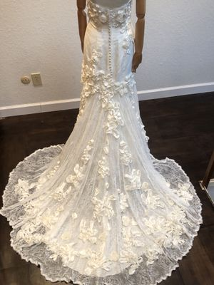 Coco Anais wedding gown size 4-6 street size 10 label for Sale in Dallas, TX