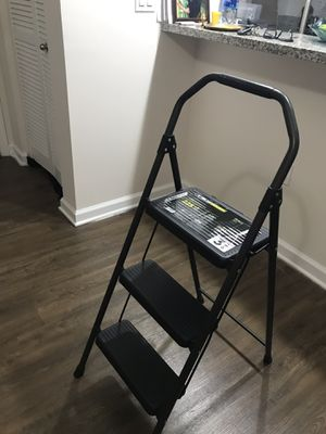 Gorilla 3-Steps ladder (225 LB load capacity) for Sale in Lutz, FL