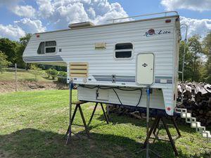 1998 Sun-Lite 8 1/2' Truck Camper for Sale in Shelocta, PA