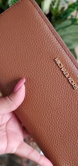 Michael kors large wallet for Sale in Temecula,  CA