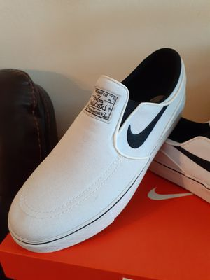 NIKE SIZE 7 FOR MEN OR 9 FOR WOMEN for Sale in Highland, CA