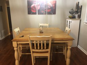 Dining room table and additional shelf for Sale in Riverdale, GA