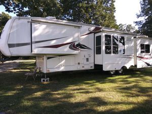 2004 Everest by Keystone 5th wheel Camper for Sale in Gastonia, NC