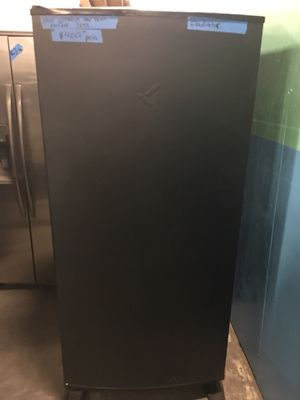 New scratch and dent freezer less gladiator in excellent condition for Sale in Baltimore, MD