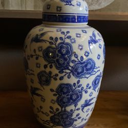 Porcelain China Blue Seymour Mann Ginger Jar for Sale in North Bend,  WA