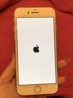 Unlocked silver iPhone 7 128gb for Sale in Chicago, IL