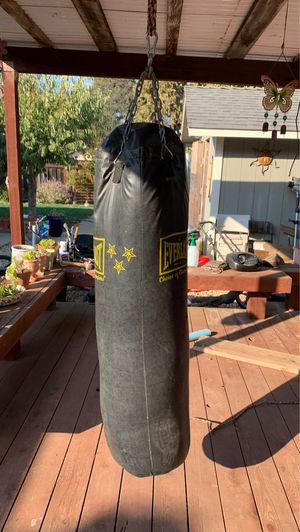 Everlast Punching bag for Sale in Watsonville, CA
