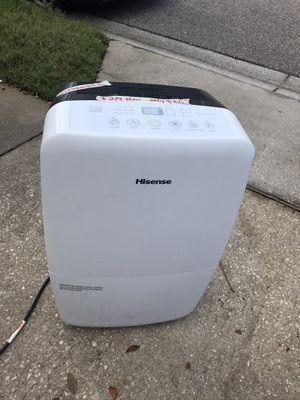 LIKE NEW) Hisense 35-Pint 2-Speed Dehumidifier ENERGY STAR for Sale in Oakland, FL
