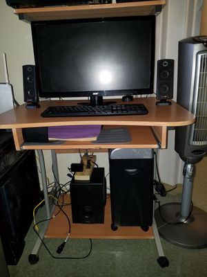 Computer desk for Sale in Silver Spring, MD