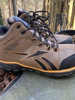 Reebok Boots 9 for Sale in Cumming,  GA