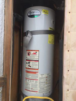30 gallons, 2011 water heater for Sale in El Cajon, CA