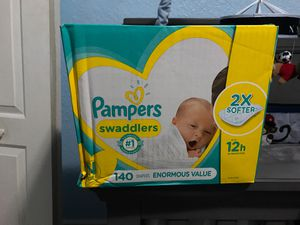 Pampers Swaddlers Newborn Enormous Value for Sale in Hialeah, FL