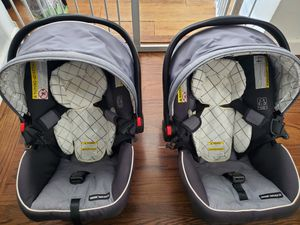 (2) Graco Click Connect car seats -30 $80 each for Sale in Oakland, CA