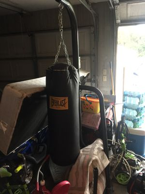 Heavy boxing bag with stand and bonus gloves! for Sale in Kissimmee, FL