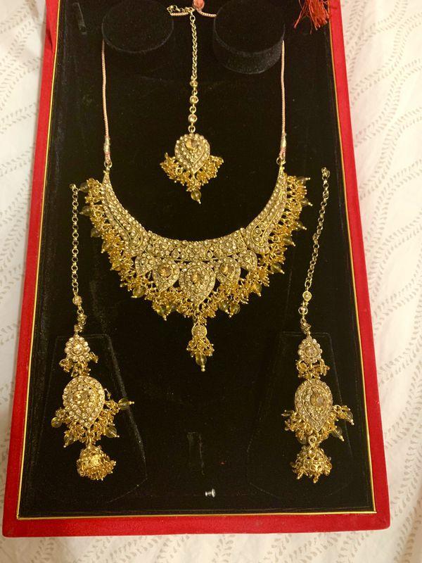 Ethnic Fashion Indian Bollywood bride jewelry set