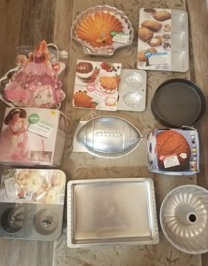 Start a new hobby with this bakeware set for Sale in Milton, WA