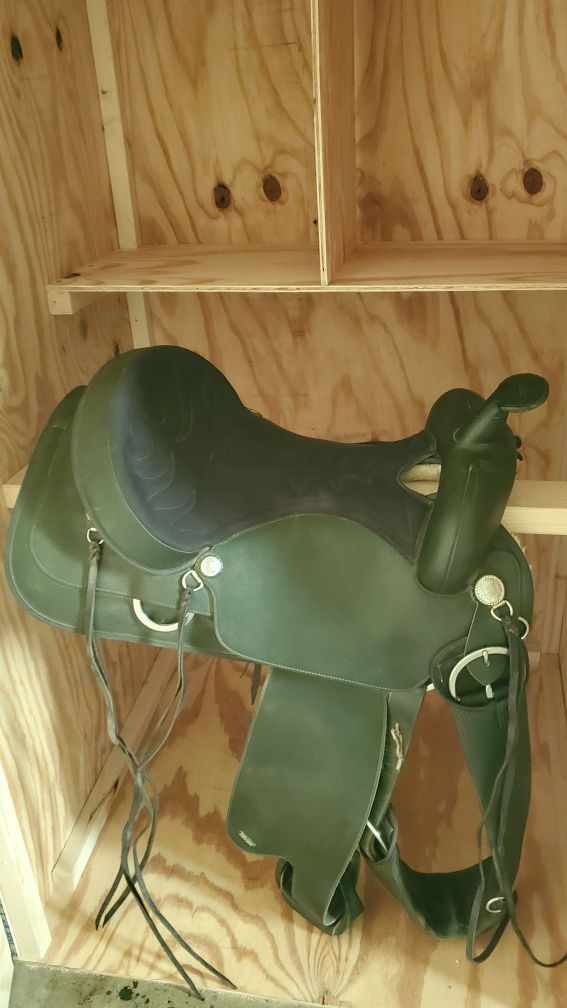 Western saddle 16 inch black brand new