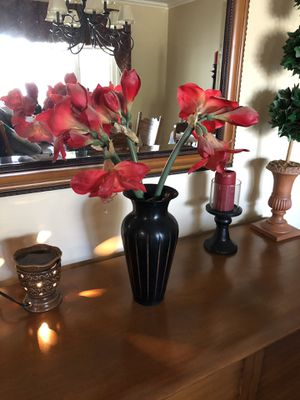 Artificial flowers in a vase 2 ft tall for Sale in Bakersfield, CA