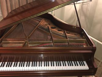 Knabe baby grand piano w/bench. for Sale in McLean,  VA