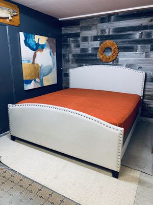 Cal king bed for Sale in Oxnard, CA
