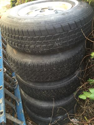 Jeep Cherokee wheels 5 total tread is pretty much gone on tires but are still holding air for Sale in Wichita, KS