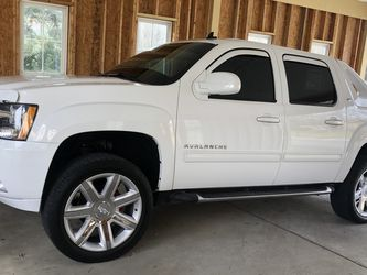 2010 Chevy Avalanche ‼️ for Sale in Nashville,  TN